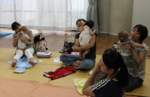 ユニケ160727(赤ちゃんマツサージ2)